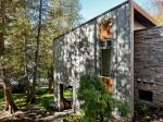 Moderná chata na okraji jazera vám ukáže bývanie v srdci prírody. Trochu inak