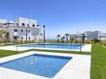 Jednoduchý, no zároveň výrazný, taký je apartmán na pobreží Stredozemného mora