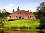 Pripomína UFO a otáča sa za slnkom. Toto bývanie vás rozhodne prekvapí!