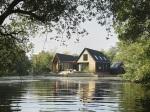 Dokonalé: Tento prázdninový dom vyrástol priamo uprostred rieky