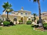Vila na pobreží Stredozemného mora nadchýna neskutočným výhľadom