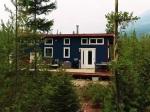 Žena vymenila veľký dom v meste za mini bývanie v lese