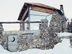 Úspešný snowboardista vymenil slávu za život v divočine: Domček odrezaný od civilizácie sa stal naplnením jeho detského sna
